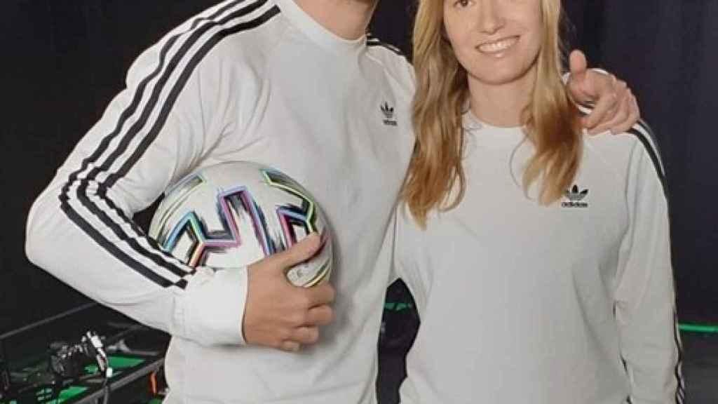 LauriXGames (Laura Moreno) y DjMaRiiO (Mario Alfonso), en el momento en el que se anunció su fichaje por DUX Gaming