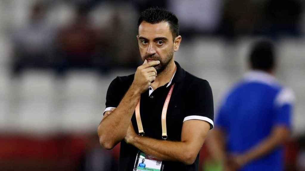 Xavi dirigiendo un partido del Al Sadd