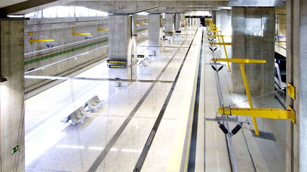 Imagen del andén de la T4 de Barajas donde pararán los trenes de alta velocidad.