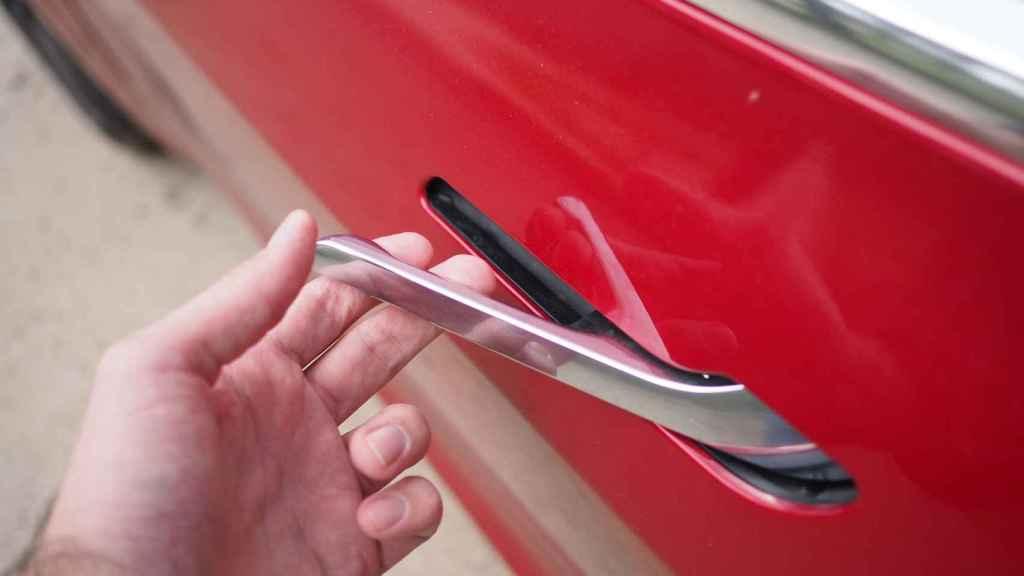 Minimalista diseño del tirador del Tesla Model 3