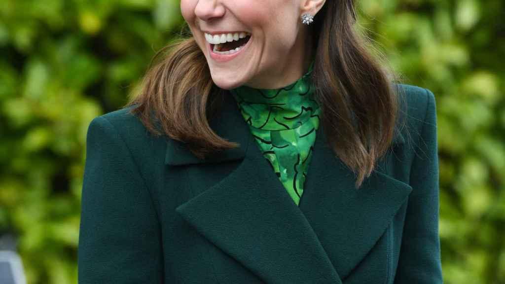 Kate Middleton con pendientes de Asprey London.