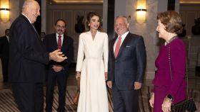 Rania de Jordania junto al rey Abdallá y los reyes Harald y Sonia de Noruega en Amán.