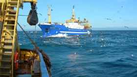 Barco de pesca faenando. Imagen de Cepesca.