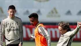 Reinier, uno más del grupo en el primer entrenamiento de la semana encarando a Luka Modric