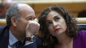 Los ministros de Justicia y Hacienda, Juan Carlos Campo y María Jesus Montero, en el Senado.