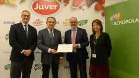 Momento de la firma del acuerdo entre Iberdrola y Juver.