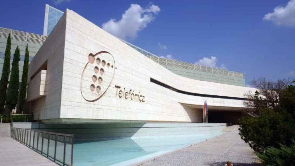 Telefónica confirma el primer caso de coronavirus en su sede en Madrid