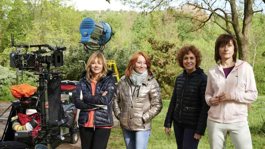 Gracia Querejeta con las actrices del filme.