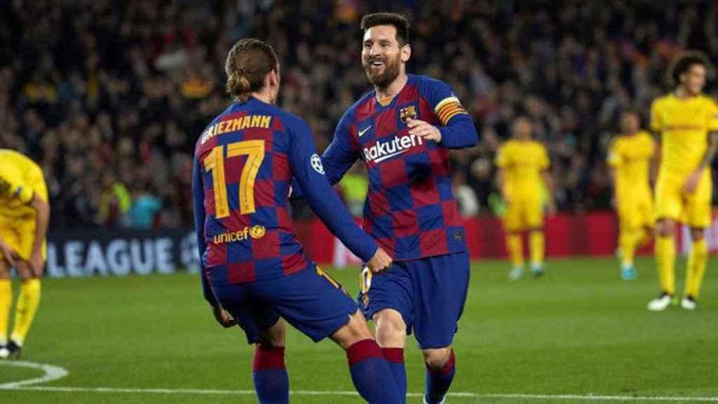 Leo Messi y Antoine Griezmann celebrando un gol.