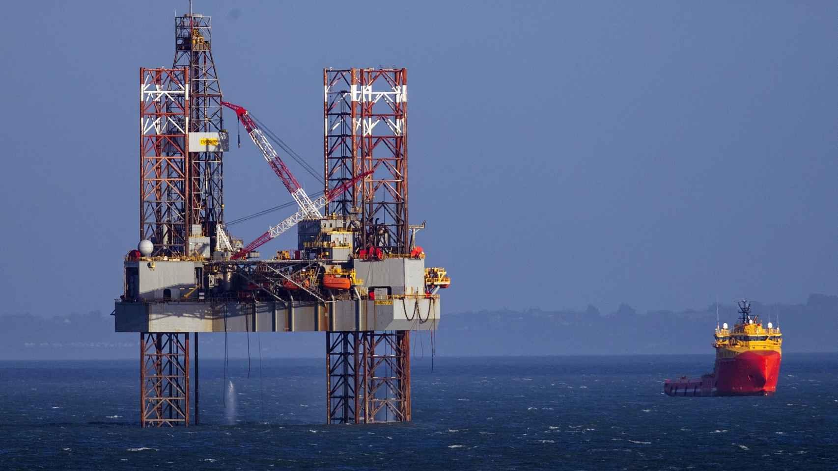 Estación marítima de extracción de petróleo.
