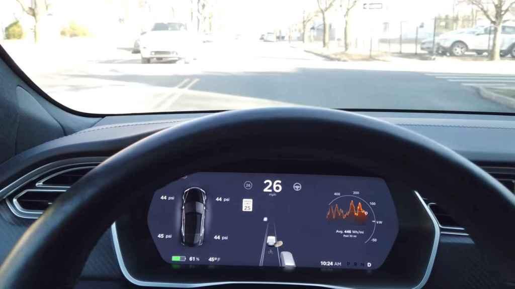 Tesla con la vista previa de autonomía completa