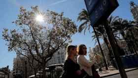 Una imagen de la Plaza del Ayuntamiento de Valencia donde un termómetro marca 24 grados a comienzos de febrero.