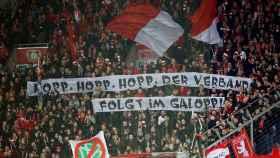 Pancarta contra Dietmar Hopp de los ultras del Bayer Leverkusen