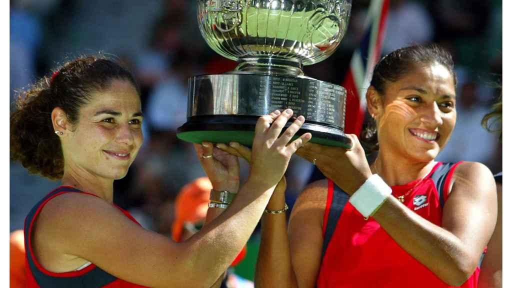 Vivi Ruano y Paola Suárez, tras ganar el Abierto de Australia en 2004