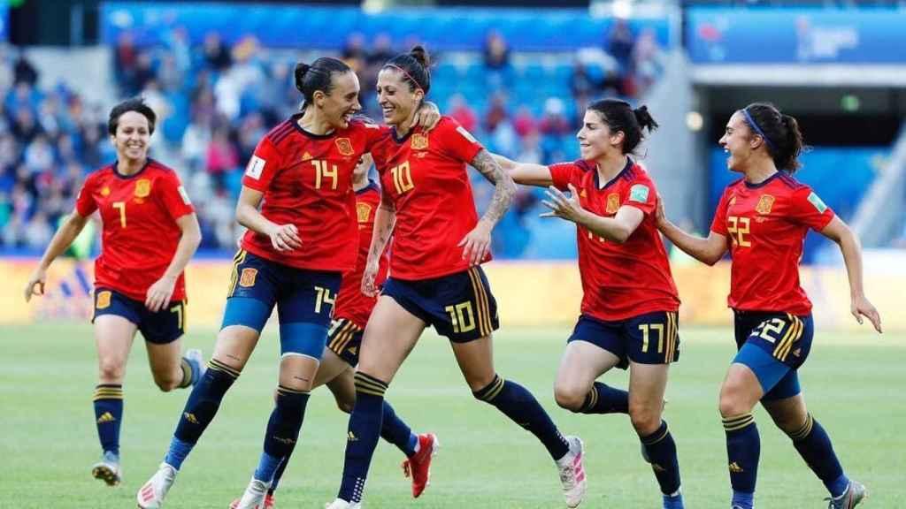Jugadoras de la Selección celebrando un gol de Jenni Hermoso en el Mundial de Francia.