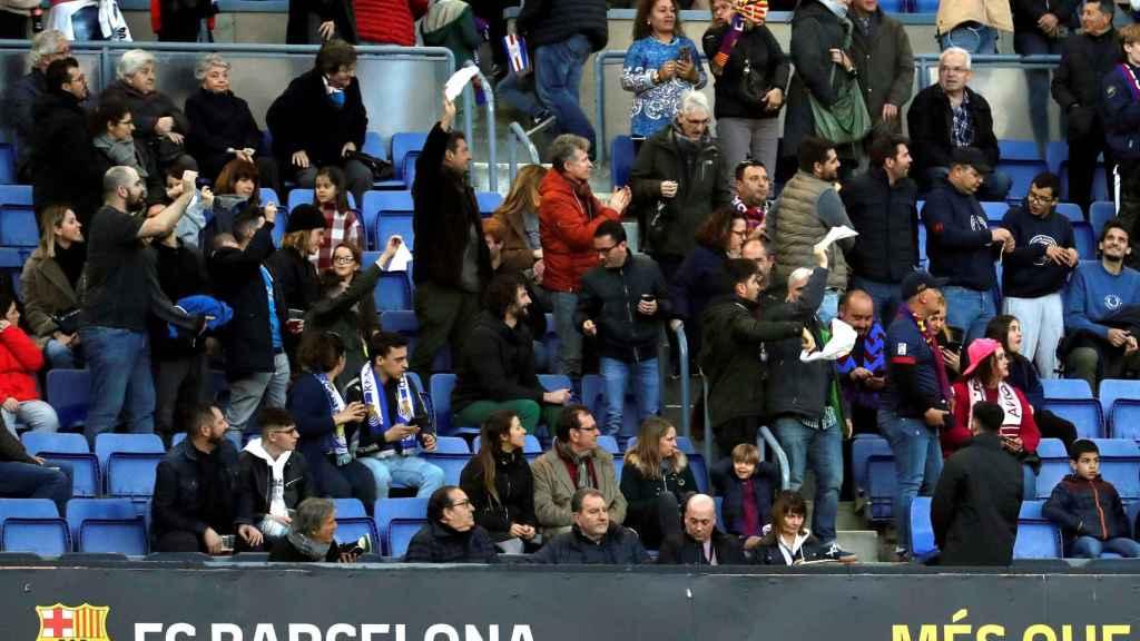 Silbidos y pañolada a Bartomeu en el Camp Nou