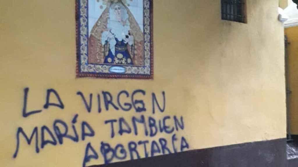 Imagen de la pintada en una iglesia de Sevilla.