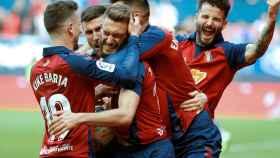 Los jugadores de Osasuna celebran el gol de Roberto Torres al Espanyol