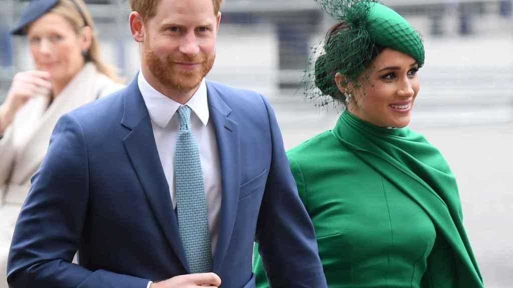 Harry y Meghan llegando al servicio religioso.