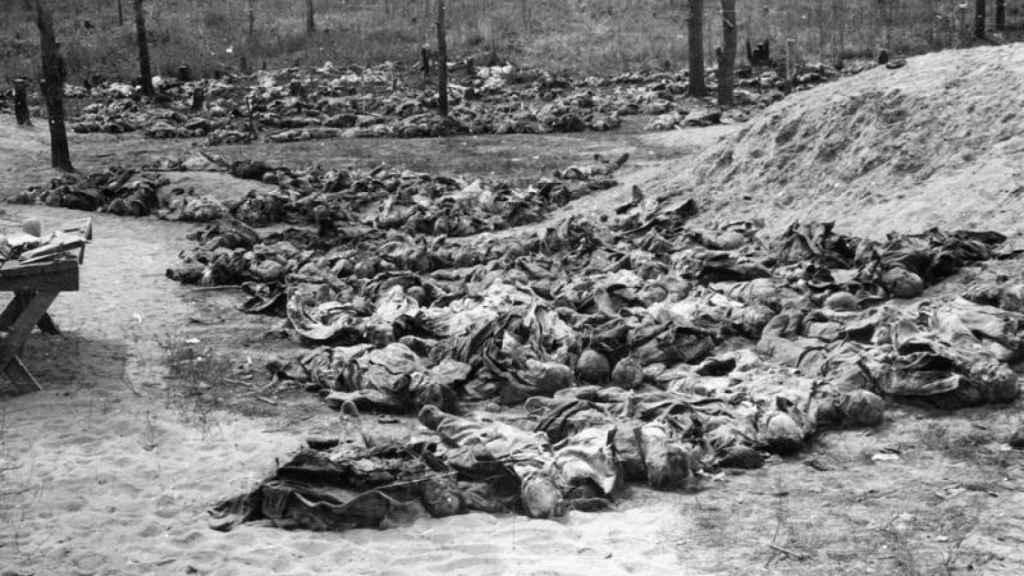 Cadáveres hallados en Katyn por las tropas nazis.