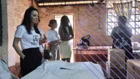 Cruz Sánchez de Lara durante su reciente visita al centro de reclusión de menores en Dagoretti, junto a Nairobi.
