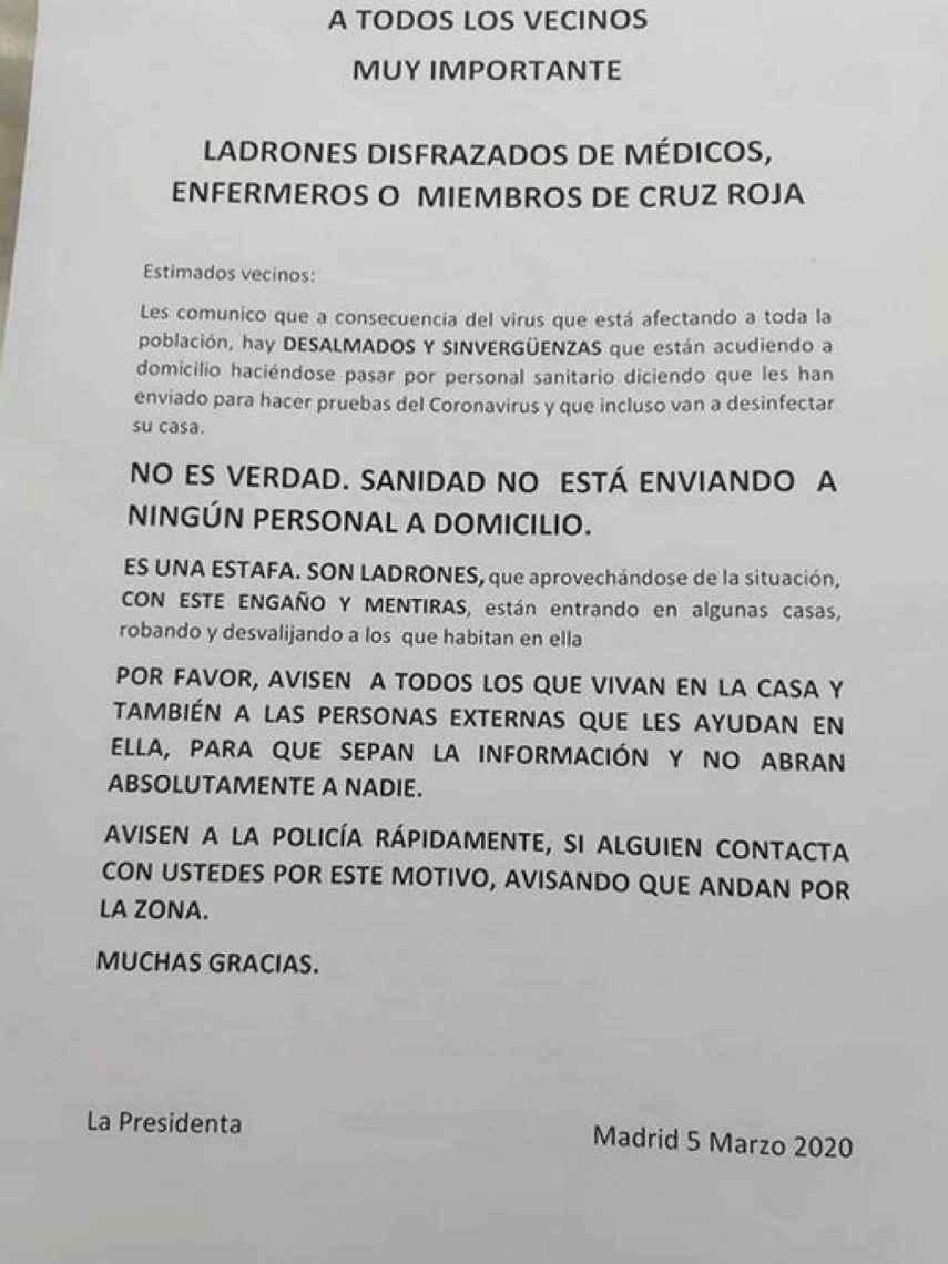 Nota que circula por Madrid advirtiendo de los falsos sanitarios del coronavirus.