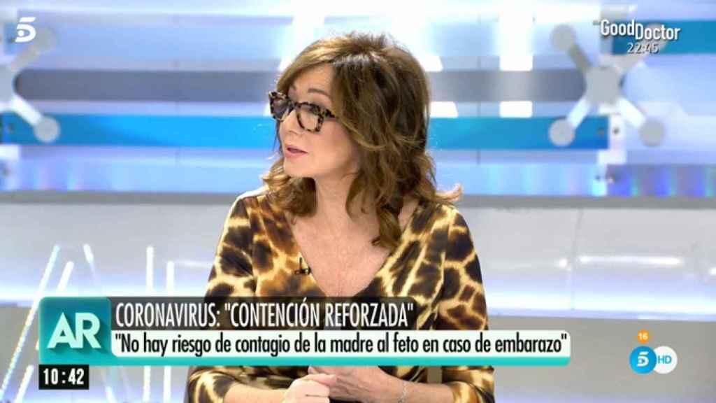 Ana Rosa Quintana durante la emisión de su programa este martes.