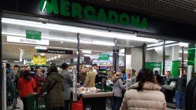 Un supermercado madrileño repleto de gente estos días de alarma sanitaria