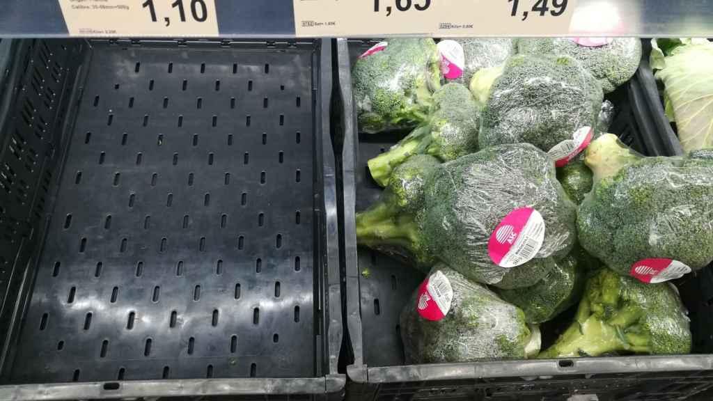 Varios manojos brócoli.