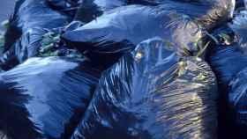 Una imagen de archivo de bolsas de basura.