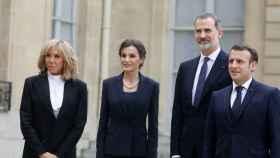 Brigitte Macron, la reina Letizia, el rey Felipe y Emmanuel Macron en París.