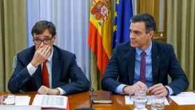 El ministro de Sanidad, Salvador Illa, y el presidente del Gobierno, Pedro Sánchez.