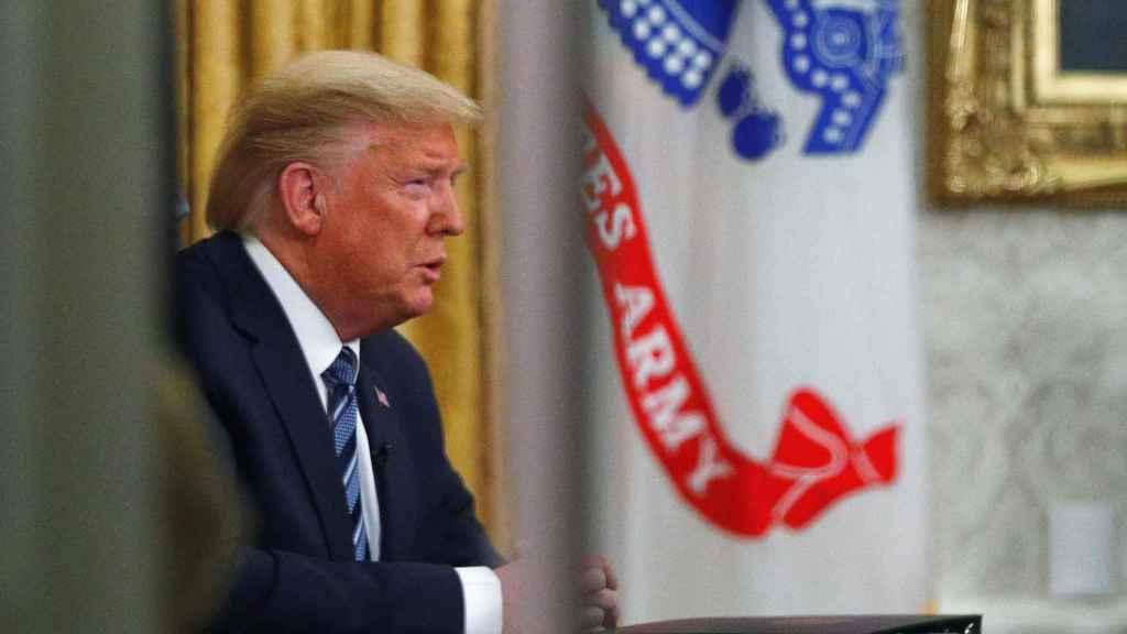 Donald Trump,se dirige a la nación desde el despacho oval de la Casa Blanca.