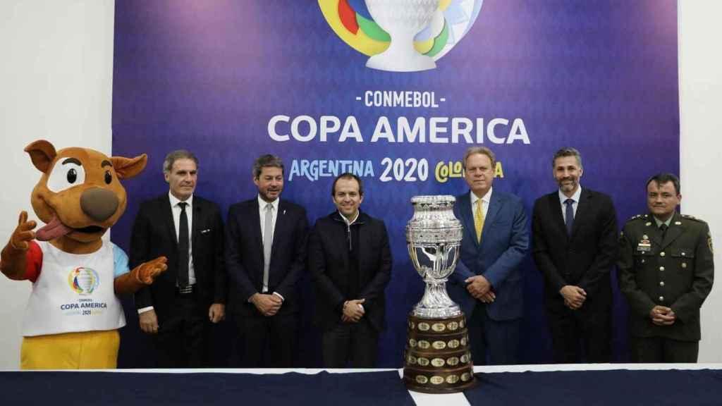Autoridades presentando la Copa América 2020