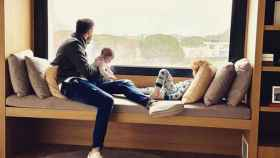 Rudy Fernández con sus hijos en casa.