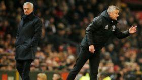 Ole Gunnar Solskjaer y José Mourinho durante un encuentro