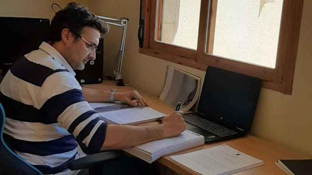José Ramón, vecino de Ceutí y opositor de 43 años al Servicio Murciano de Salud