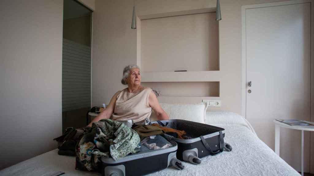 María Josefa tiene la maleta a medio hacer por si tiene que abandonar el Gran Hotel del Coto.