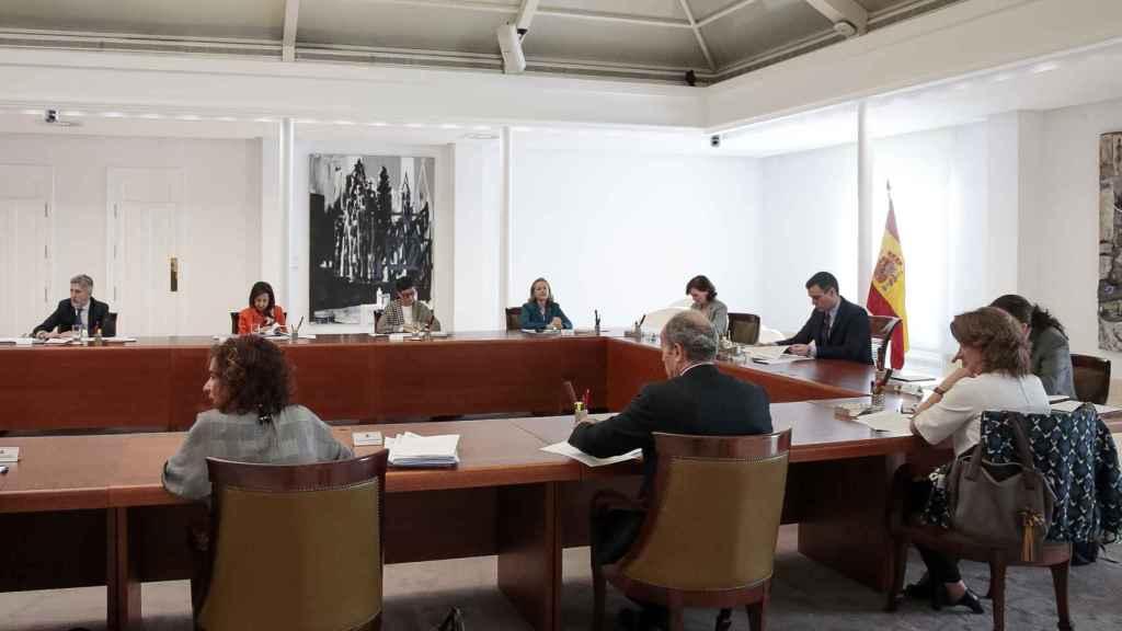 La vicepresidenta tercera, Nadia Calviño, en la reunión extraordinaria del Consejo de Ministros.