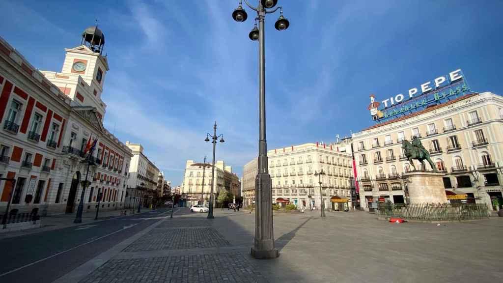 La Puerta del Sol, desierta.