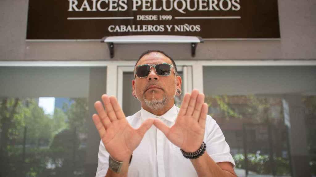Manuel María González, de 'Raíces Peluqueros', cuenta con dos salones y seis empleados a su cargo.