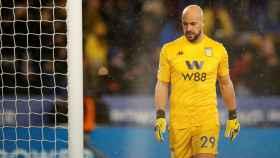 Pepe Reina, durante un partido con el Aston Villa