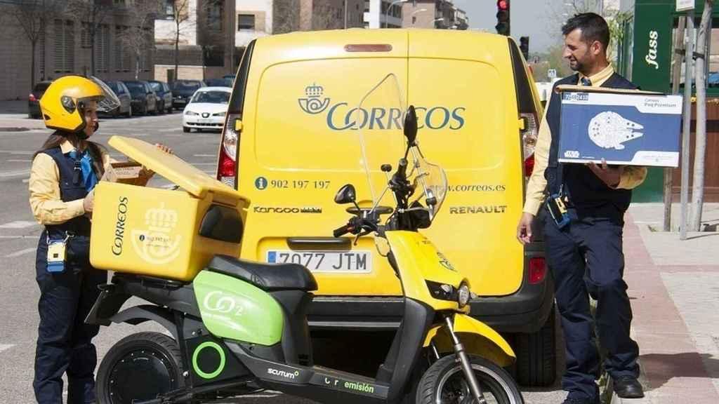 Trabajadores de Correos.