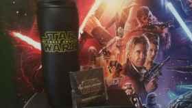 Pack de premios de 'Star Wars: El despertar de la Fuerza' compuesto por un vaso térmico y un pin