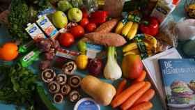 Un montón de alimentos recién traídos del supermercado para afrontar la cuarentena.