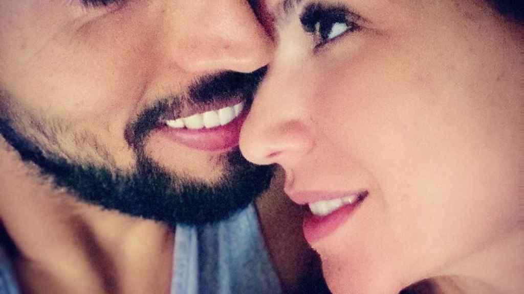 Ezequiel Garay, junto a su pareja Tamara Gorro