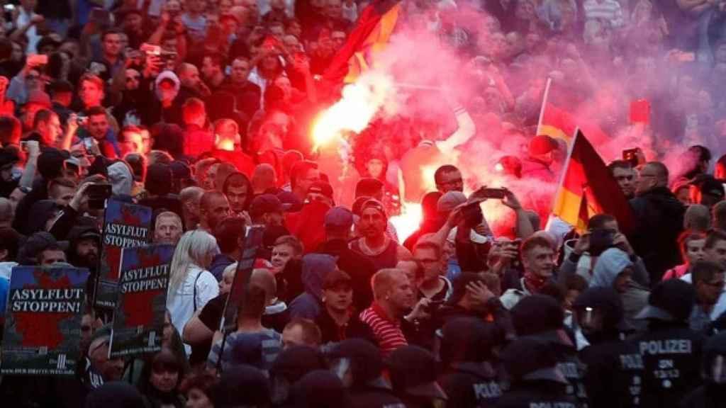 Ultras alemanes con bengalas