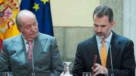 Juan Carlos I y Felipe VI, en acto oficial.