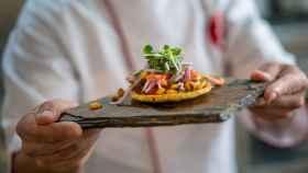 Recetas, música y humor, así animan los chefs la cuarentena