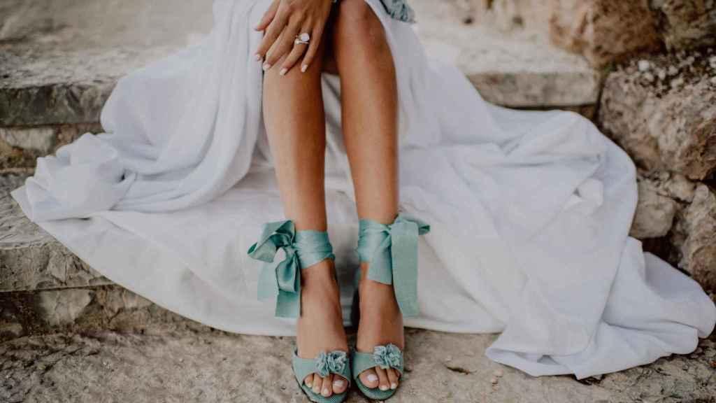Detalle de las sandalias que podrás personalizar a tu gusto.